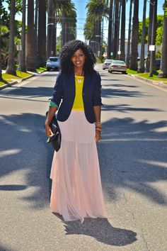 Inspired to wear my maxi skirt like this. Yes!