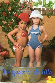 lo spazio di lilla: Pronte con ferri ed uncinetto? Bikini e trikini alla moda per le nostre signorinelle! / Crocheted Bikini and handknitted trikini for little girls, with patterns