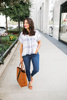 Why do you need the Madewell transoprt tote in your life? It's as simple as this, it holds everything, looks great and will stand the test of time.