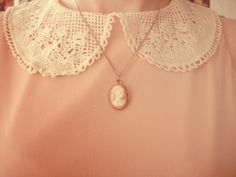 Cameo and peach Mode Vintage, Vintage Lace, Vintage Dresses, Vintage Jewelry, Peter Pan, Cute Fashion, Vintage Fashion, Pretty Outfits, Cute Outfits
