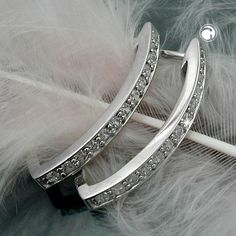 Creole, spitzoval rhodiniert Silber 925  elegante Scharniercreole mit Zirkonia weiß, vorn mit Zirkonias besetzt, Oberfläche anlaufgeschützt rhodiniert
