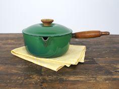 Groen Le Creuset steelpannetje met houten handvat maat 18