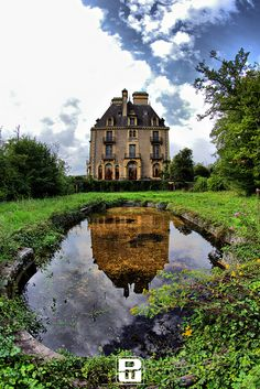 Château   How lovely this must have looked years ago.