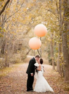 love the giant balloons. used them for my son's 1st birthday but great idea for a wedding photo too