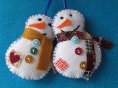 felt snowman ornaments or mittens. Easy to make to tie on Christmas gift. Felt Snowman, Snowman Crafts, Christmas Projects, Felt Crafts, Holiday Crafts, Felt Projects, Felt Christmas Decorations, Felt Christmas Ornaments, Snowman Ornaments