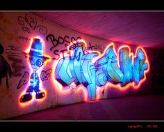 Here are 14 awesome light paintings. Light painting photography is done through a camera that can take long exposure shots. Graffiti Piece, Graffiti Murals, Murals Street Art, Graffiti Lettering, Street Art Graffiti, Mural Art, Ink Block, Light Painting Photography, Graffiti Pictures