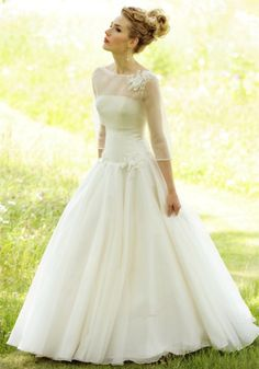 Designer: Lyn Ashworth  - Ok Morgan would not like this but I love the elegance - maybe if I get married again : )