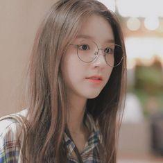 Cute Korean Girl, Korean Girl Groups, Asian Girl, Ulzzang Korea, Ulzzang Girl, Sketch Poses, K Idol, Girl Crushes, Girl Photos