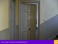 La puerta de nuestra escuela