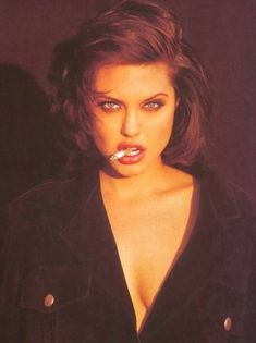 Angelina Jolie: discovered by Giselle on We Heart It - Imagen de Angelina Jolie and smoke - Women Smoking, Girl Smoking, Foto Face, Angelina Jolie Photos, Angelina Jolie Smoking, Angelina Jolie Young, Foto Fashion, 70s Fashion, Glamour