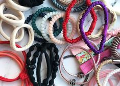 A hair tie, whether on your wrist or in your mane, is as essential as your lip balm or wallet. And its performance is tested in all kinds of situations. (Hi, 6 AM hot yoga. Best Hair Ties, Tie Organization, Top Skin Care Products, Beauty Products, Layered Bobs, Beauty Balm, Trendy Haircuts, Hair Rings, Silk Hair