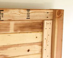 Easy and Beautiful Wood DIY Headboard - Build a beautiful wood DIY headboard: detailed tutorial & free plans for twin, queen & king size he - Bed Headboard Wood, Queen Headboard, Headboards For Beds, Headboard Decor, Car Part Furniture, Diy Furniture, Handmade Furniture, Vintage Furniture, Furniture Design