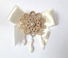 This elegant beige tatted pendant brooch is made by my original floral pattern. A piece of my Sleeping Beauty collection. Shuttle tatted. Made of high quality cotton yarn. Decorated with ivory glass pearl and shell beads. The lace measures 4,5cm - 1,77 in diameter. Length: 8 cm - 3,15 in