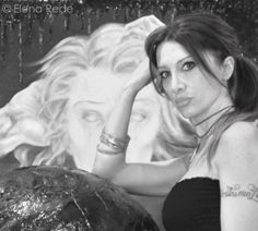 """""""Hanno un peso nuovo i pensieri che si annidano nella mente quando provo nuove emozioni nei mondi in cui vive la mia arte, ma restano lì a dirmi che hanno bisogno di staripare fuori da ogni confine,  solo così potranno essere liberi""""  Elena Rede"""