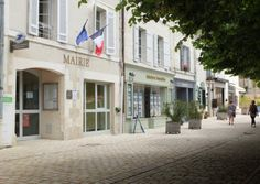 The role of the maire in France