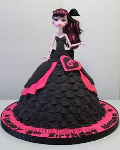 high monster draculaura cake