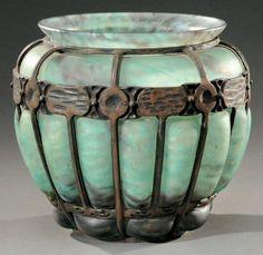 DAUM NANCY et Louis MAJORELLE (1859-1926) Important vase boule en verre marmoréen&hellip