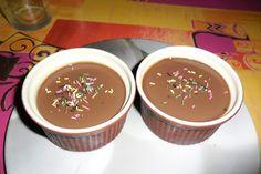Συνταγή για κρέμα σοκολάτας σε μικρά μπολάκια -Αυτό επιτρέπεται το καλοκαίρι [εικόνες] | GASTRONOMIE | iefimerida.gr Pudding, Desserts, Food, Tailgate Desserts, Deserts, Custard Pudding, Essen, Puddings, Postres