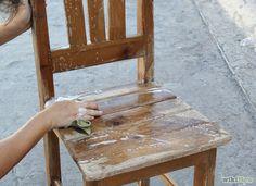 Come Dipingere una Vecchia Sedia di Legno: 10 Passaggi