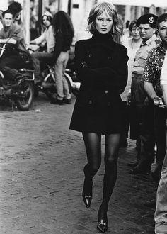 Who's that Girl I Harper's Bazaar (US) I September 1994 I Model: Kate Moss, Photographer: Peter Lindbergh. Peter Lindbergh, Foto Fashion, Fashion Kids, Trendy Fashion, Fashion Tag, Fashion Outfits, Urban Fashion, Fashion Styles, Stylish Outfits
