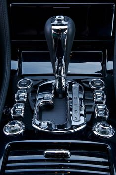 Bentley  (that...is a stick shift I could get on with ;) ~~)) #BentleyMulsanne