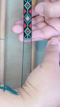 Friendship Bracelets With Beads, Bead Loom Bracelets, Friendship Bracelet Patterns, Bead Loom Designs, Bead Loom Patterns, Beading Patterns, Bead Crafts, Jewelry Crafts, Fun Diy Crafts
