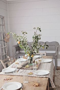A French inspired Autumn Table :: dreamy whites Coastal Fall, Fall Table Settings, Autumn Table, Diy Cutting Board, Deco Table, Thanksgiving Table, Hosting Thanksgiving, Decoration Table, Autumn Inspiration