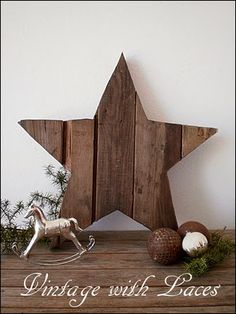 Pallet wood star by Vintage With Laces