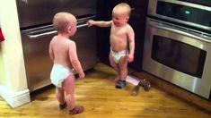 Le discours officiel de deux enfants, vidéo double la peine de voir plus...