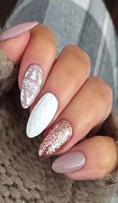 Gorgeous Christmas or winter holiday design. Nails sweater nails with nudes gel polish, sweater pattern stamping and rose gold foil gel polish. Holiday Nail Designs, New Nail Designs, Winter Nail Designs, Winter Nail Art, Beautiful Nail Designs, Winter Art, Winter Nails Colors 2019, Xmas Nails, Holiday Nails