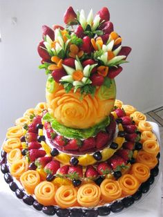 Stunning Cantaloupe Carving with Fruit Flowers - Stunning Cantaloupe Carving with Fruit Flowers Stunning Cantaloupe Carving with Fruit Flowers and vegetable carving edible arrangements Fruits Decoration, Fruit Creations, Cuisine Diverse, Fruit And Vegetable Carving, Veggie Tray, Veggie Food, Food Carving, Fruit Dishes, Fruit Platters