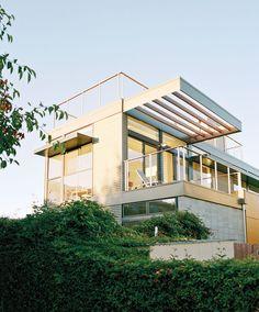 Modern net-zero prefab prototype home in Emeryville, California