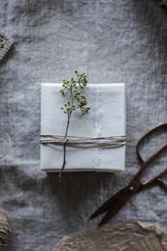 The annual gift wrapping inspiration post is here full of muslin, raw silk ribbons, bits of nature, handmade Japanese paper, and thoughts about the most important person on my list, my husband + a giveaway (details below!) of an HP Spectre x360 laptop to celebrate it all! Fact: I'm actually a lousy gift giver. All I can ever …