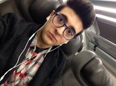 Piero_barone on the way to Milano !!!  ⭐️IL VOLO⭐️ Is he listening to ilvolo or...lady Gaga???