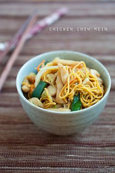 Chicken Chow Mein by Rasa Malaysia. Chicken chow mein recipe using chicken and chow mein. One of the most popular Chinese recipe can be made at home with this chicken chow mein recipe. Easy Asian Recipes, Easy Delicious Recipes, Healthy Recipes, Chinese Recipes, Chicken Chow Mein, Asian Cooking, Mets, Yum Yum Chicken, Pasta Dishes