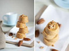 Si buscas una receta fácil para preparar una galletas sanas para tu brunch saludable, estas galletas de avena sin horno son perfectas.