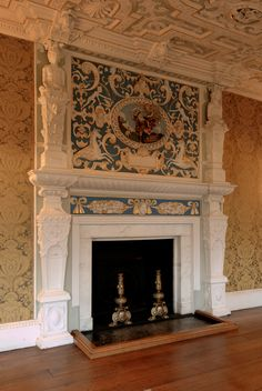 Overmantel: ornamental structure oer a mantelpiece