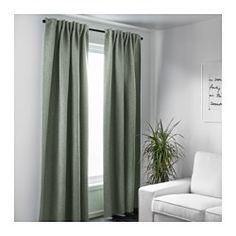 IKEA - VILBORG, Gardiner, 2 stk., , De tætvævede gardiner mørklægger rummet og gi'r privatliv, fordi man ikke kan se ind i rummet udefra.Blokerer effektivt for træk om vinteren og varme om sommeren.Gardinerne kan hænges på en gardinstang eller gardinskinne.Gardinbåndet gør det muligt at lave folder med RIKTIG gardinkroge.Du kan hænge gardinerne på en gardinstang ved at bruge de skjulte stropper eller med ringe og kroge.