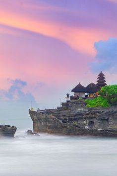 Tanah Lot Temple in Bali, Indonesia /// #travel #wanaderlust