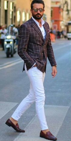 Casual men, men fashion casual, mens fashion, white pants outfit, dapper me Mens Fashion Suits, Mens Suits, Stylish Men, Men Casual, Blazer Outfits Men, White Pants Outfit Mens, White Pants Men, Formal Men Outfit, Well Dressed Men