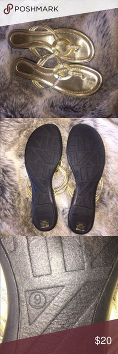 Anne Klein iflex gold flip flop sandals. Size 9 AK Anne Klein iflex gold flip flops. They look brand new. Size 9 Anne Klein Shoes