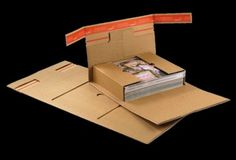 ColomPac® ReturnBox - la scatola per la spedizione è riutilizzabile, senza ulteriori sistemi di chiusura, per l'eventuale restituzione del prodotto acquistato online. Cardboard Packaging, Wood Carving Art, Box Packaging, Package Design, Innovation, Packing, Concept, Graphic Design, Creative