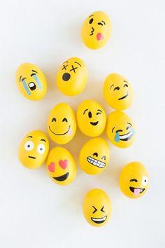 Fabulous emoji Easter eggs DIY | via Kelly at Studio DIY