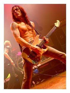 Nuno Bettencourt. One of my favorite guitarists of all time.