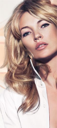 KATE MOSS: Wake me up foundation - Kate wears shade 200 soft beige. - RIMMEL LONDON COSMETICS