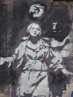 ME GUSTA LA NOCHE ME GUSTAS TU!: Hermitage'da Rembrandt arar gibi aradım ama sonunda buldum onu... Banksy!!!