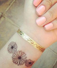 Stunning Daisy Flower Wrist Tattoos for Girls