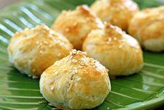 Siew Bao (Baked BBQ Pork Buns) — Recipe from Rasa Malaysia