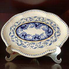 Böreğimizin altı kızardı. Spatulayla çeviriyoruz China Painting, Ceramic Painting, Ceramic Art, White Plates, Glaze, Decoupage, Projects To Try, Porcelain, Blue And White