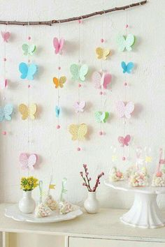 Butterfly Garland by Klastyling. This garland makes clever use of a branch for … Butterfly Garland by Klastyling. This garland Diy And Crafts, Crafts For Kids, Kids Diy, Decor Crafts, Butterfly Birthday Party, Garden Birthday, Paper Butterflies, Beautiful Butterflies, Backdrops For Parties